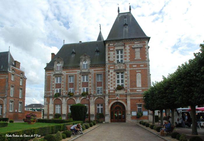 Crevecoeur-le-Grand-hotel-de-ville